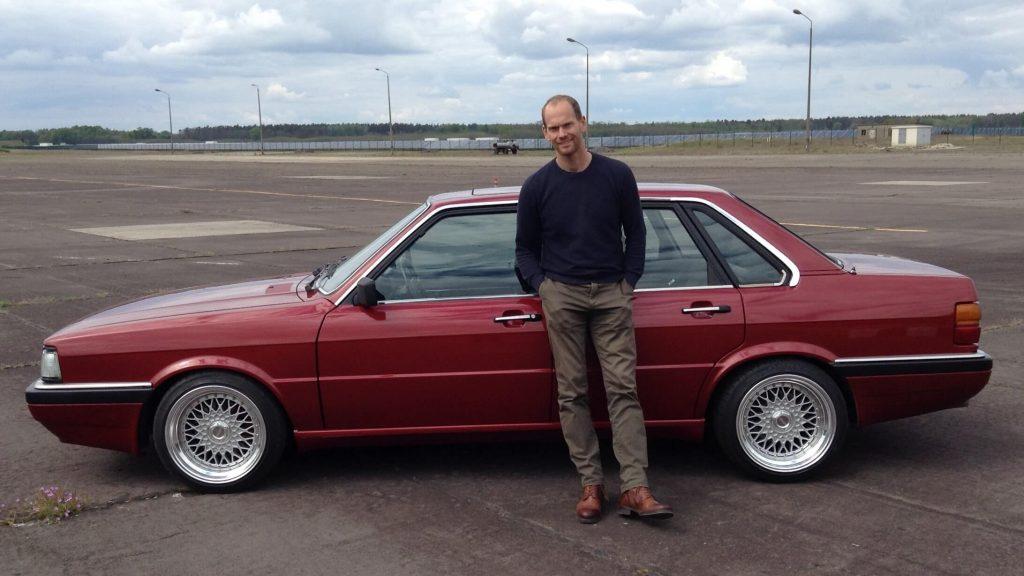 Nico Schmidt mit Audi Typ81 nach der Restauration mit dem Auto Drehgestell